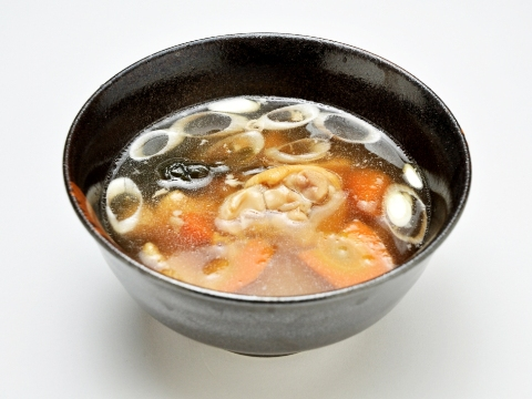 Tebichi soup (boiled pig feet)