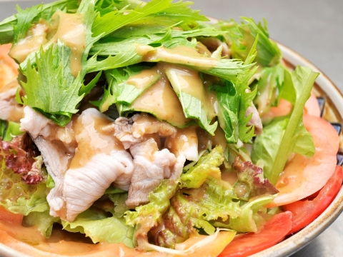 Buta shabu (slices of pork boiled in hot soup)